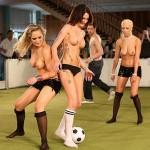 Футболен стриптис - първото голо първенство
