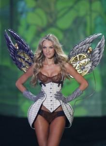 Ангел на Виктория Сикрет със сутиен за 10 мил долара