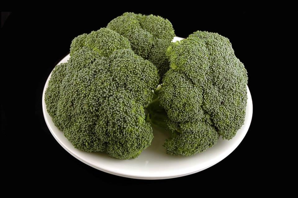 как изглеждат 200 калории - броколи