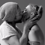 Уникални кадри на напълно непознати, които се целуват за първи път
