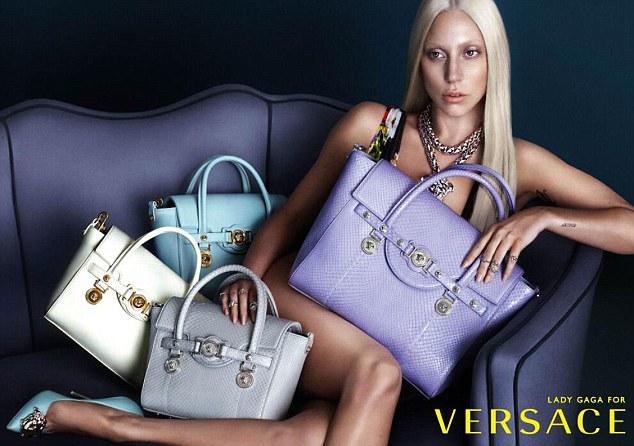 Лейди Гага в необработена фотосесия за Версаче