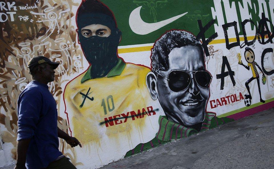 Графити и анти протести срещу ФИФА в Бразилия