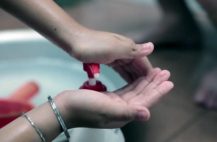 16 капачки - милиони спасени бутилки кампания