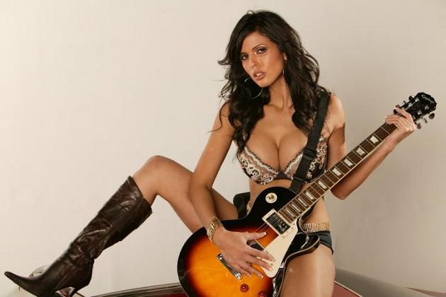 Шай Лов е една от най-умните порно звезди