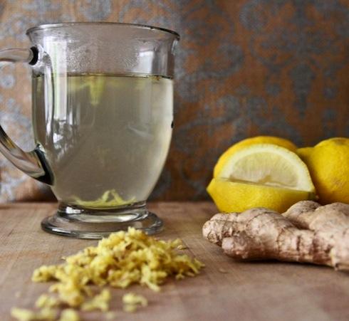 Чаша вода с лимон + малко джинджифил за по-добри резултати