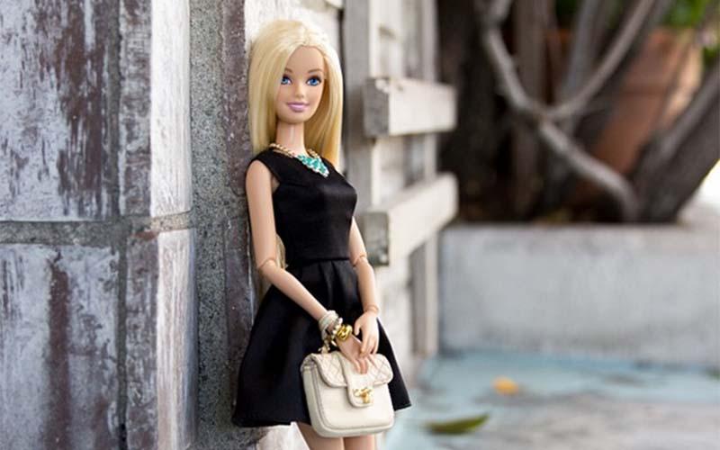 Барби в Инстаграм за седмицата на модата