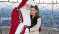"""Ариана Гранде """"призовава"""" Дядо Коледа"""