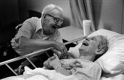 Двойките, които се смеят заедно остават заедно