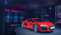 Audi R8 V10 Plus идва с целия си блясък
