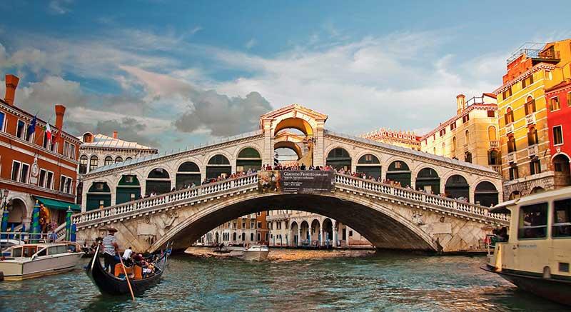 Риалто във Венеция е един от най-красивите мостове