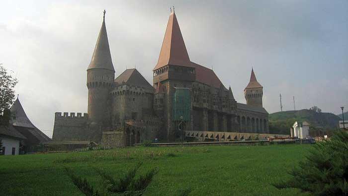 амък Хуняди (Корвин), Румъния