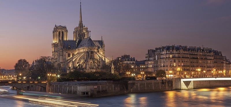 Как е създаден Нотр Дам в Париж?