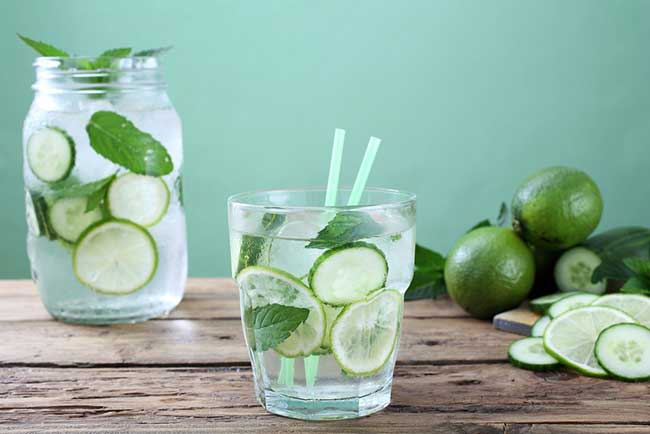Рецепти за детокс вода, които да опитате това лято