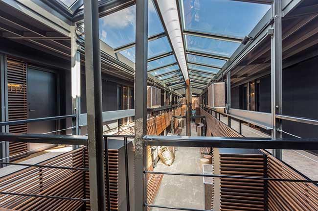 Плаващ хотел в Париж - уникална архитектура