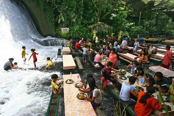 Ресторант водопад Филипините