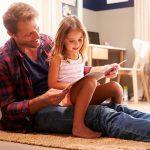 Трябва ли да бъдем и приятели с децата си?