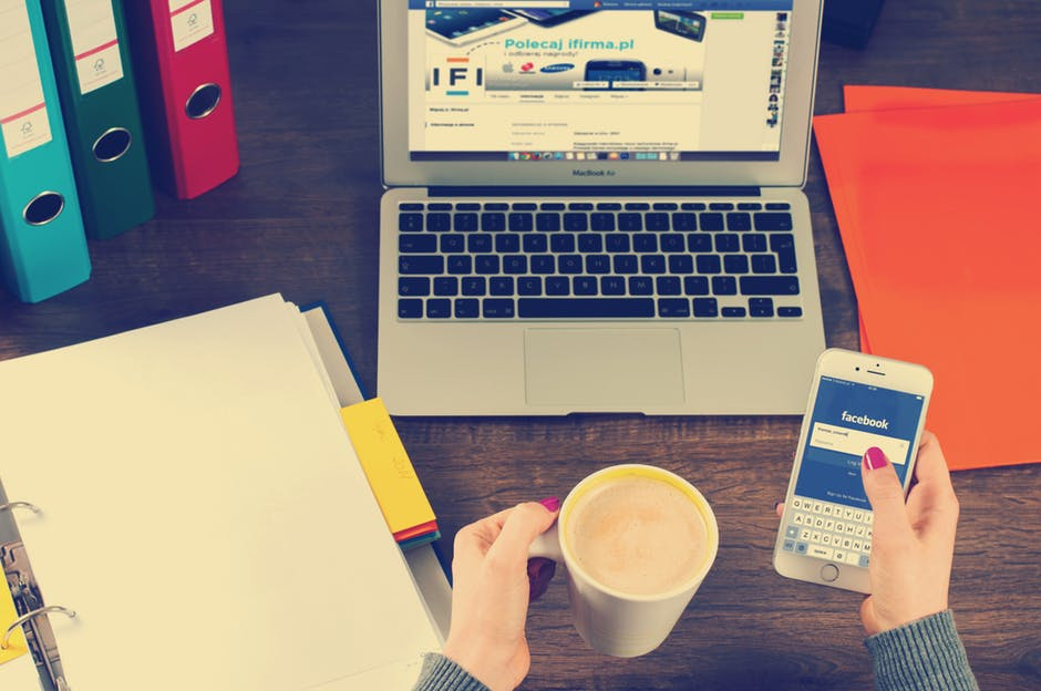 Интроверт или екстроверт спрямо Facebook лайковете