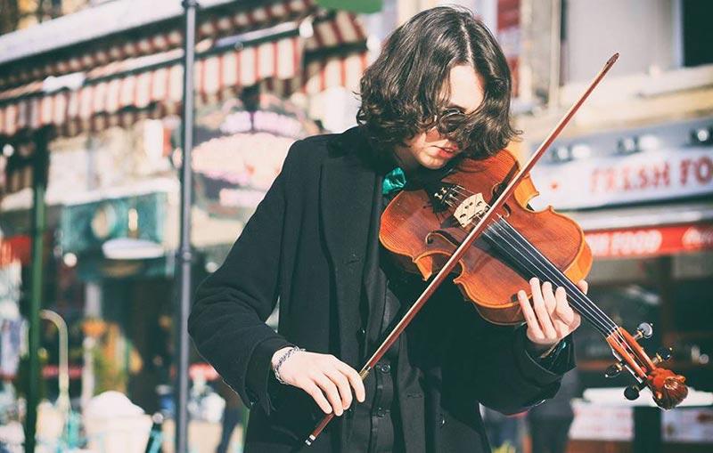 Момчето вдъхващо живот на музиката