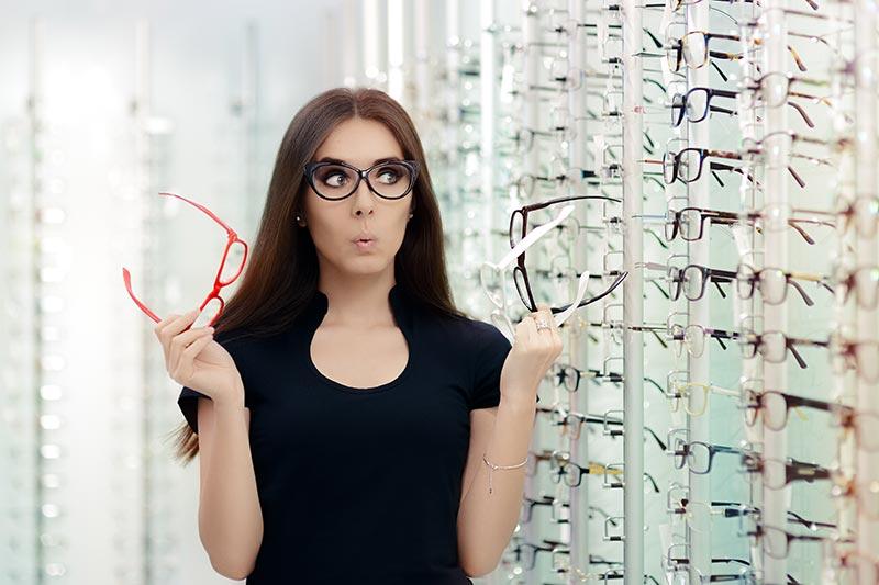 Очилата с диоптър - необходимост и моден аксесоар